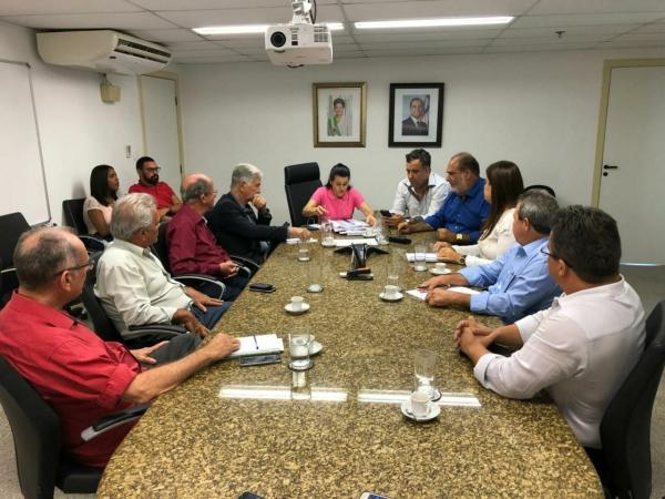 Prefeitura de Valença assina convênio com SEDUR para construção de um ponte e pavimentação.