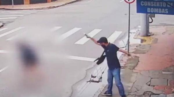 Vídeo: Mulher é morta a tiros após pedir R$ 1