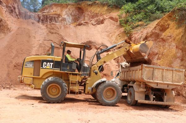 Teolândia: O trabalho de recuperação das estradas rurais chega a região da Batateira e Beira do Rio