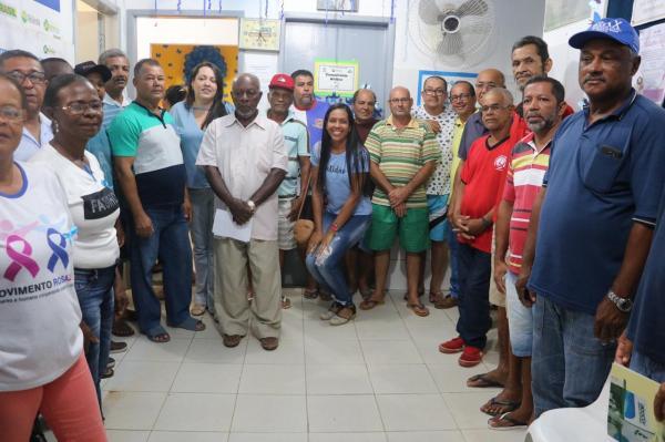 Teolândia: Posto de Saúde Pastor João Manoel recebe grande número de pacientes durante atendimento noturno.