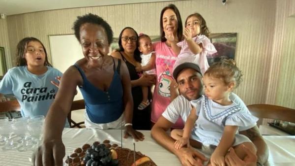 """Ivete Sangalo faz homenagem para babá dos filhos: """"Somos loucos por você"""""""