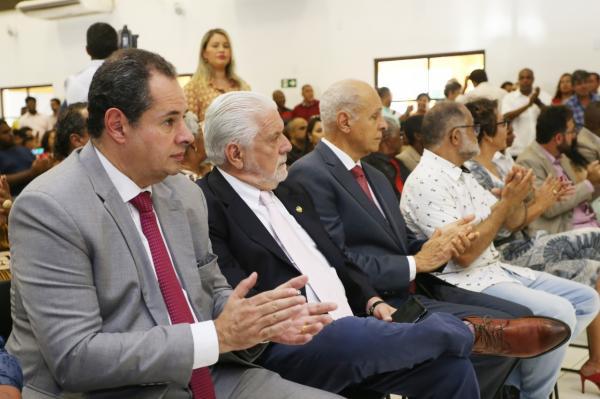 Presidente da Alba Participa de sessão especial da Câmara Municipal de Camaçari.
