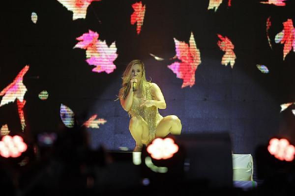 Claudia Leitte dedica música a Ivete