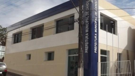 Prefeito de Gandu pretende gastar mais de Um Milhão para construir duas quadras de esporte