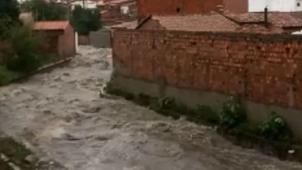 Feira de Santana decreta situação de emergência por fortes chuvas