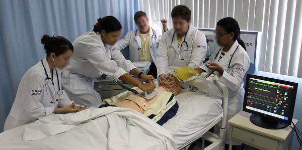 MEC suspende criação de cursos de Medicina