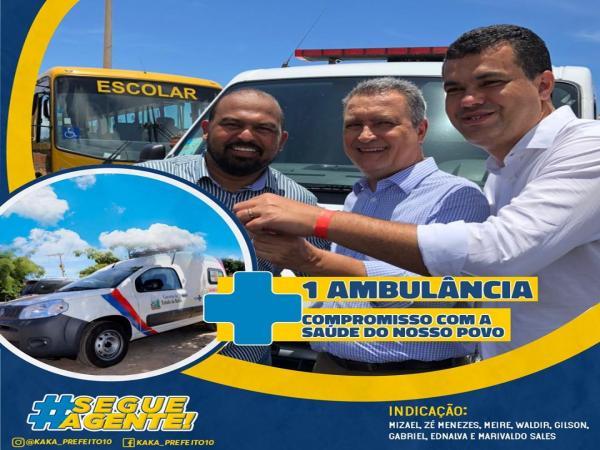 Prefeito recebe mais uma ambulância para reforço da saúde em Wenceslau Guimarães.