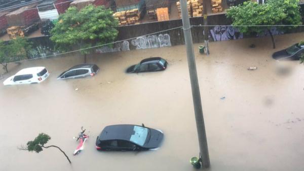 Chuvas em SP: Homem é encontrado morto; 76 pontos de alagamento e Marginais interditadas.