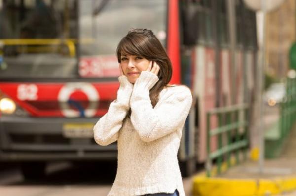 Carnaval: barulho demais pode afetar a audição; saiba como se prevenir