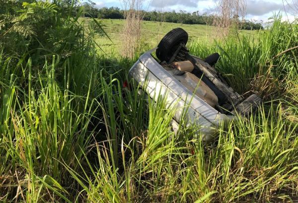 Batida entre carro e carreta no sudoeste da Bahia deixa dois mortos e dois feridos