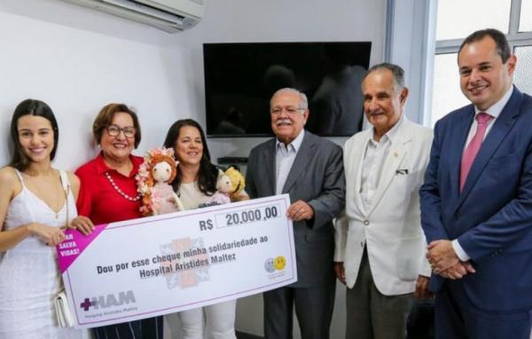 Nelson Leal visita Hospital Aristides Maltez e faz doação em nome da Assembleia de Carinho