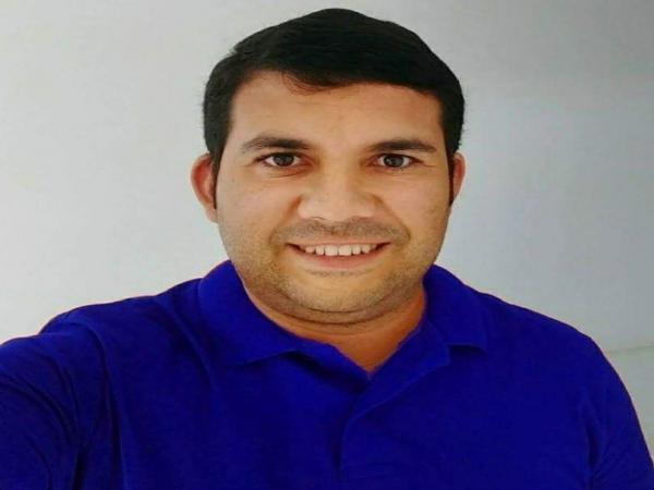 Jornalista Paulinho Santos, sofre acidente na BA 542 próximo a Valença.