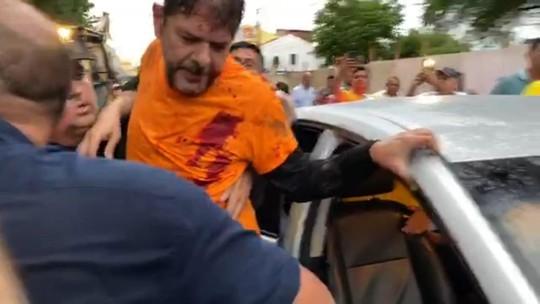 Senador Cid Gomes tenta atravessar protesto com retroescavadeira e é baleado no Ceará