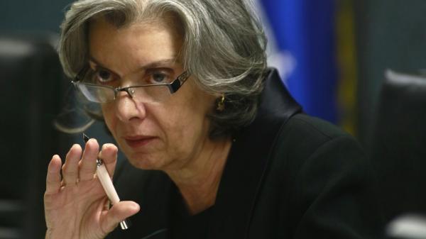 Ministra Cármen Lucia assumirá a Presidência da República na próxima sexta-feira