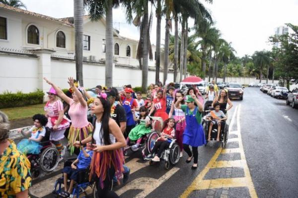 Clínica promove bloquinho de rua para crianças especiais