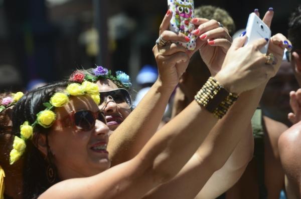 No Carnaval, cuidado com roubo de celulares; veja dicas de segurança