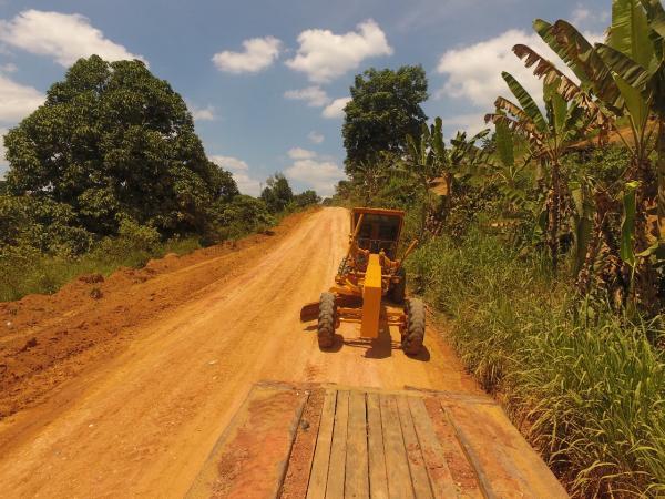 Obras de recuperação das estradas vicinais seguem avançando por diversas comunidades em Wenceslau Guimarães