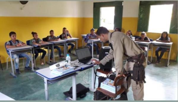 Teolândia: Polícia Militar - 60ª CIPM/Gandu em parceria com a SECEDUC implementa PROERD na comunidade do São Paulinho