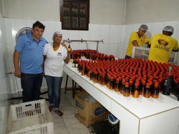 Prefeitura municipal de Valença, através da secretaria de indústria e comércio e vigilância sanitária visita fabrica de dendê, no distrito de Maricoabo