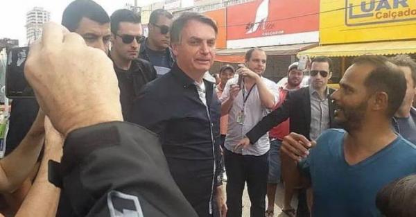 Bolsonaro ignora recomendações de isolamento e passeia pelo comércio de Brasília
