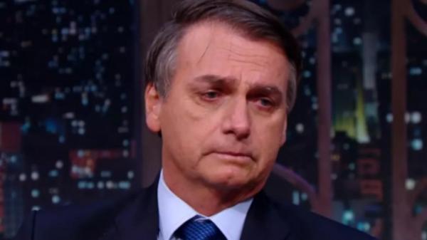 Isolado politicamente, Bolsonaro chora e busca apoio