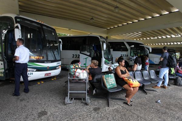 Governo prorroga suspensão de transporte intermunicipal