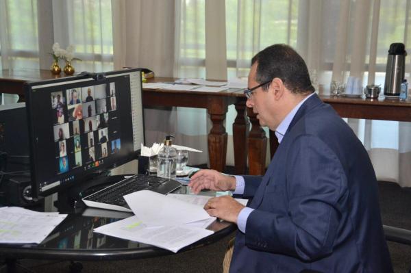 Em duas sessões virtuais, Nelson Leal comanda aprovação de projetos de isenção de água e energia para milhões de baianos