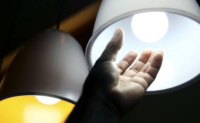 Inscrito no CadÚnico pode ter automaticamente tarifa social de energia