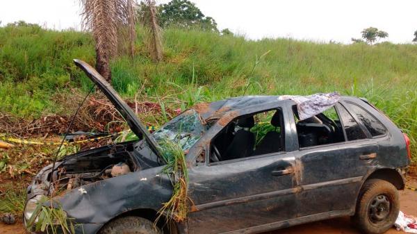 Suspeitos de assalto capotam carro durante fuga na BR 101 e um morre