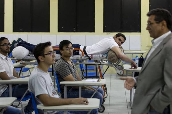 Com bala alojada, aluno de medicina assiste a aulas de maca no Piauí