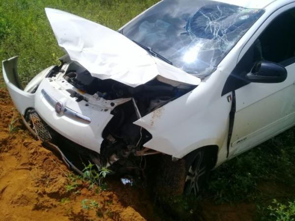 Presidente Tancredo Neves: Grave acidente foi registrado deixando dois jovens feridos na BR 101.