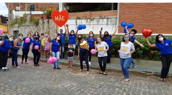 Escola Durval Libânio Silva promove homenagem para o Dia das Mães através de carreata