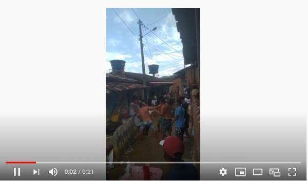 Jovens ignoram recomendações de isolamento social e fazem festa em Gandu, vídeo.