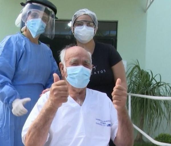 Idoso de 90 anos tem alta médica na Bahia após vencer o novo coronavírus