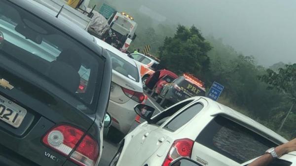BR-324: Acidente na manhã desta segunda causa congestionamento, vídeo.