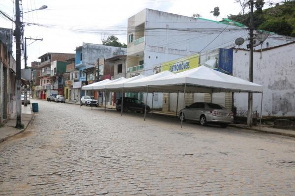 Teolândia: Prefeitura instala toldos e garante comodidade nas filas do auxílio emergencial