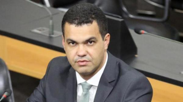 Deputado divulga nota pública criticando jogo político em Amargosa