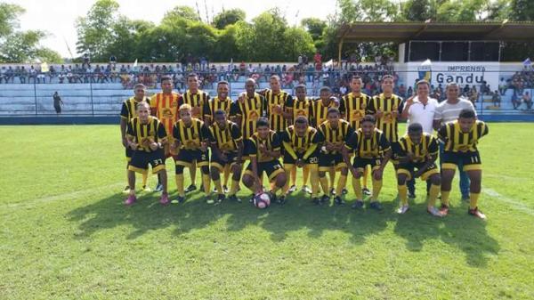 Com estádio lotado, clubes estreiam no Campeonato de Bairros 2018.