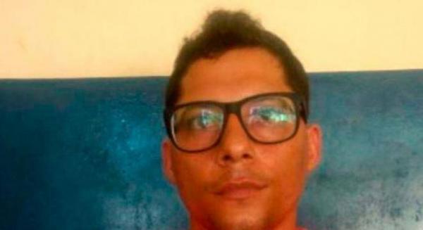 Garçom é preso por roubar 40 caixas de leite; uma mulher, também foi conduzida a delegacia.