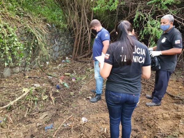 Ossada humana é encontrada no bairro Tomba, em Feira.