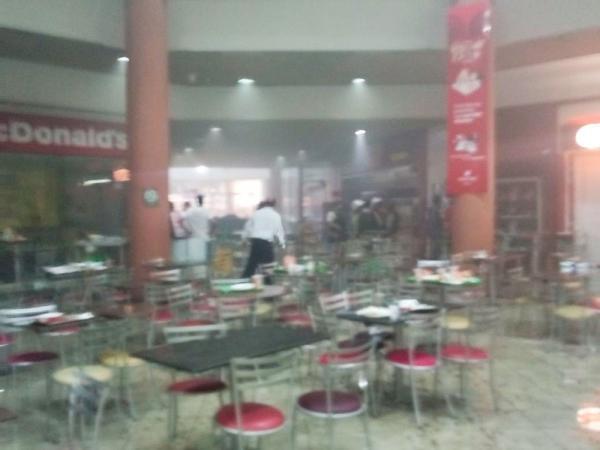 Incêndio atinge pizzaria na praça de alimentação de shopping de Itabuna.