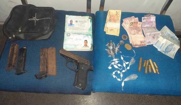 PM apreende arma, munições, drogas e identifica suspeito de homicídio em Itabuna