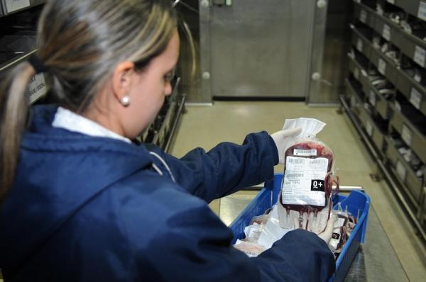 Quantidade de bolsas de sangue nos estoques do Hemoba está abaixo do necessário