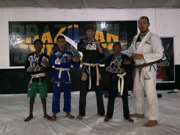 Jovens ganduenses que participam de projeto do CRAS conquistam o pódio da 3ª etapa do Campeonato Baiano de Jiu-jítsu.