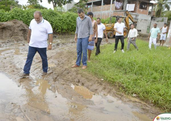 Prefeito de Valença lança pedra inicial das obras de pavimentação de cinco ruas e inicia construção da creche no bairro da Bolívia