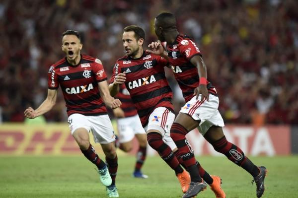Flamengo vence e assegura vaga nas oitavas