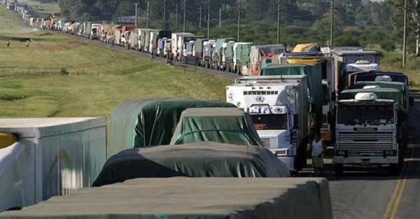 Caminhoneiros da Bahia aderem paralisação nacional nesta segunda-feira (21)