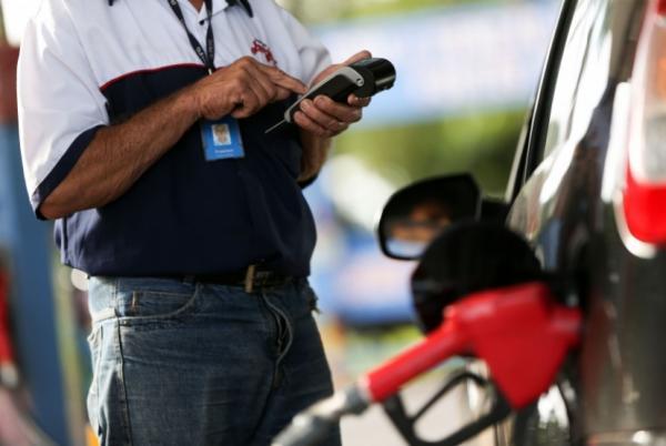 Preços médios da gasolina e do diesel sobem mais uma vez nesta terça