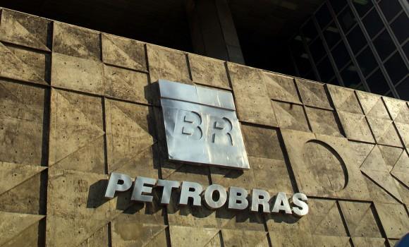 Presidente da Petrobras anuncia redução de 10% no preço do diesel por 15 dias