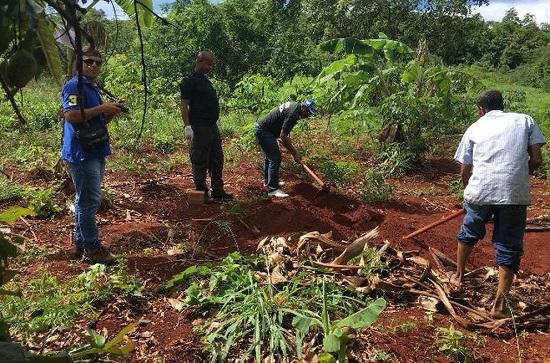 Corpos de homem e mulher são encontrados enterrados em cova na Bahia.